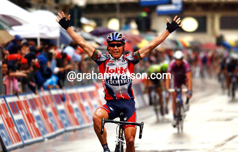 robbie mc ewen wins a stage in THE 2003 GIRO