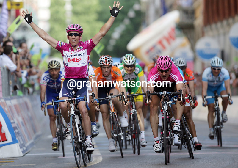 Robbie McEwen wins Stage Six of the 2006 Giro d'Italia into Forli