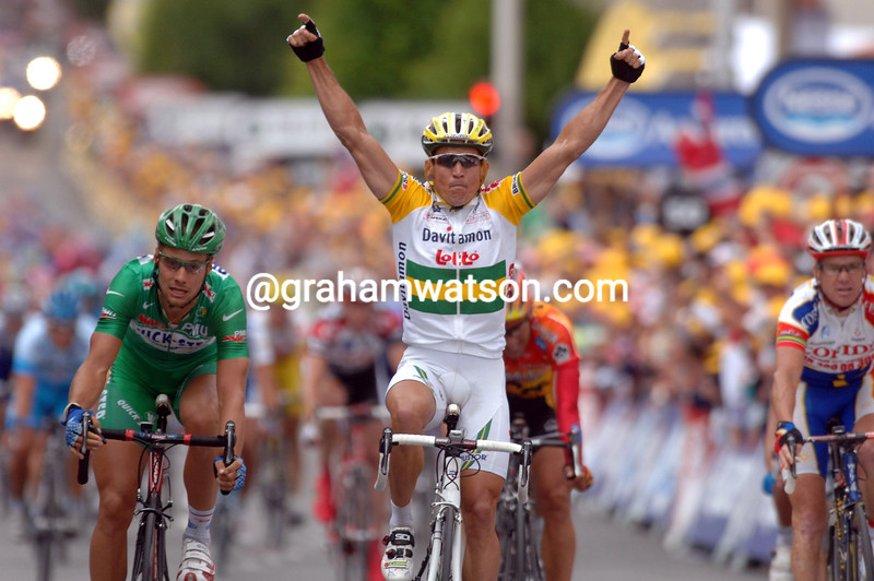 ROBBIE MCEWEN WINS STAGE FIVE OF THE 2005 TOUR DE FRANCE