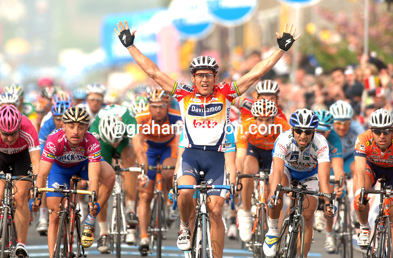 Robbie McEwen wins Stage Four of the 2006 Giro d'Italia in Hotton, Belgium