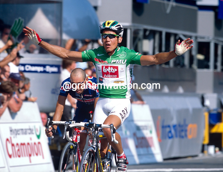 Robbie McEwen wins a stage in the 2001Tour de France
