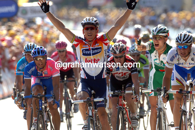 Robbie McEwen wins Stage Two of the 2006 Tour de France to Esch-Sur-Alzette