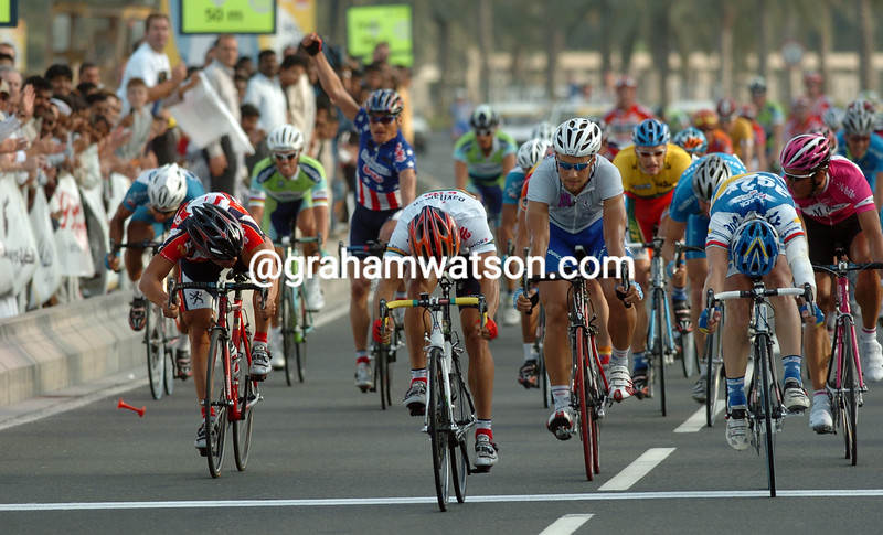 Robbie McEwen wins a stage of the 2005 Tour of Qatar