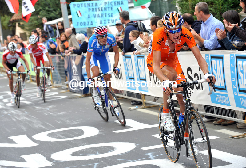 ROBERT GESINK MAKES AN ATTACK IN THE 2008 ELITE MENS WORLD ROAD CHAMPIONSHIPS