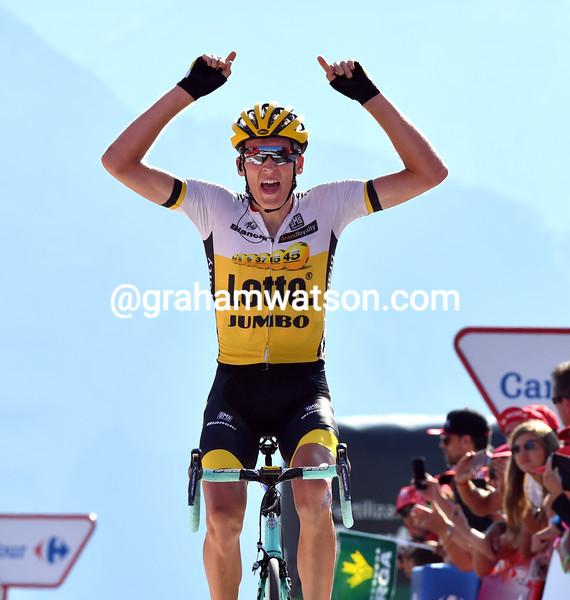 Robert Gesink wins stage 14 of the 2016 Vuelta a EspaÒa
