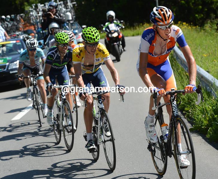 Robert Gesink chases on stage nine of the 2012 Tour de Suisse