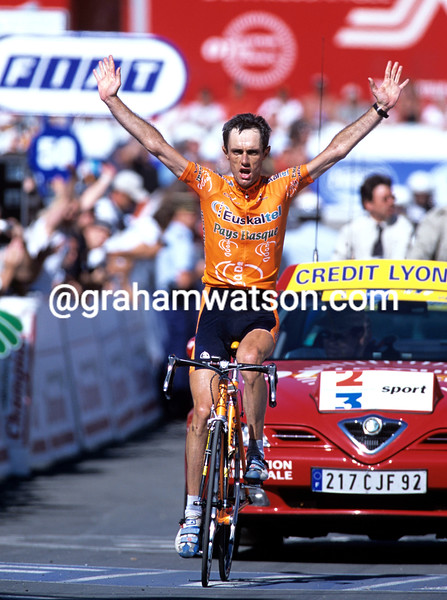 Roberto Laiseka wins a stage of the 2001 Tour de France at Luz-Ardiden
