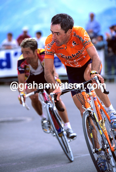 Roberto Laiseka on a stage of the 2001 Tour de France