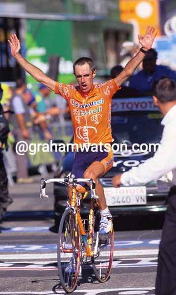 Roberto Laiseka wins a stage of the 2000 Vuelta a España