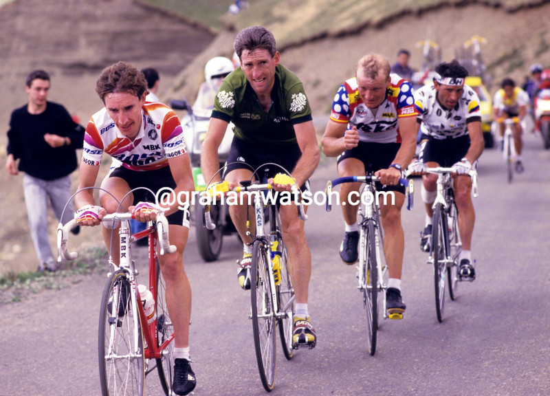 Robert Millar leads Sean Kelly in the 1988 Vuelta a España