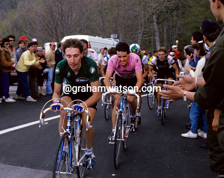 Robert Millar helps Stephen Roche in the 1987 Giro d'Italia