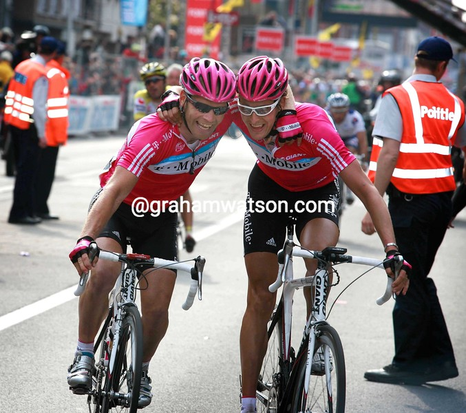 MARCUS BURGHARDT AND ROGER HAMMOND CELEBRATE THEIR WIN IN THE 2007 GHENT WEVELGEM