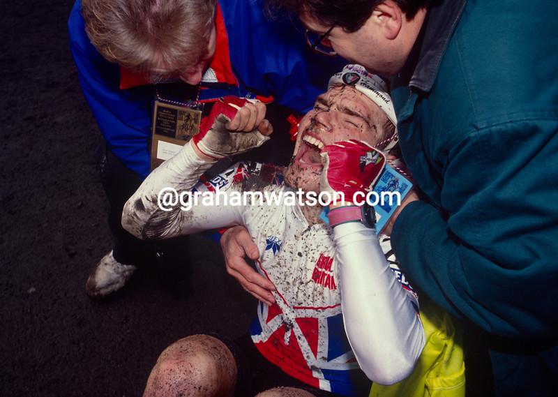 Roger Hammond wins the 1992 World Cyclo-cross championship for juniors