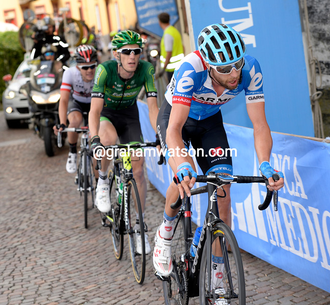 Ryder Hesjedal leads Pierre Rolland on stage fourteen of the 2014 Giro d'Italia