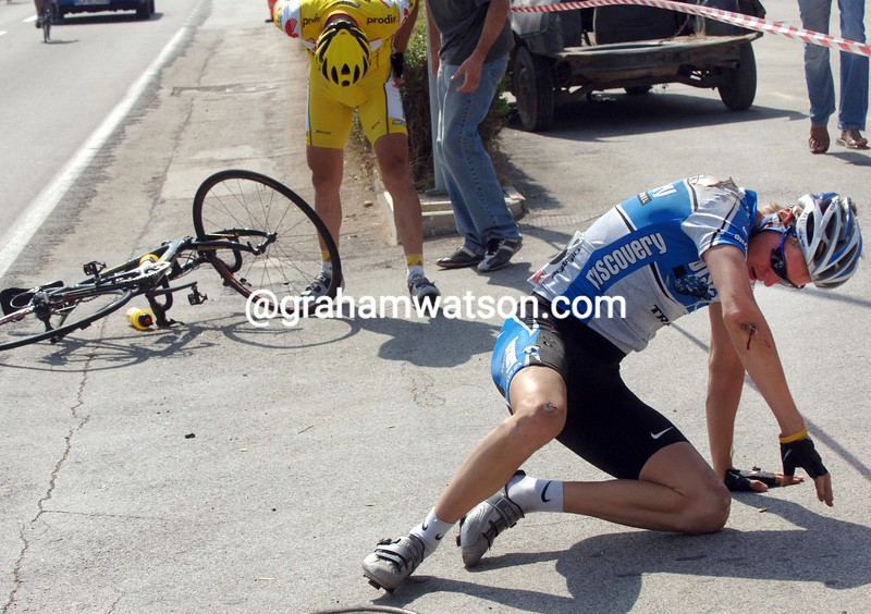 Ryder Hesjedal has crashed on stage five of the 2005 Giro d'Italia