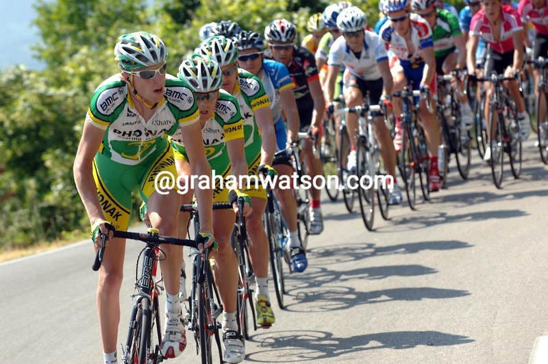 RYDER HESJEDAL PACES THE PHONAK TEAM DURING STAGE FOUR OF THE 2006 DAUPHINE-LIBERE