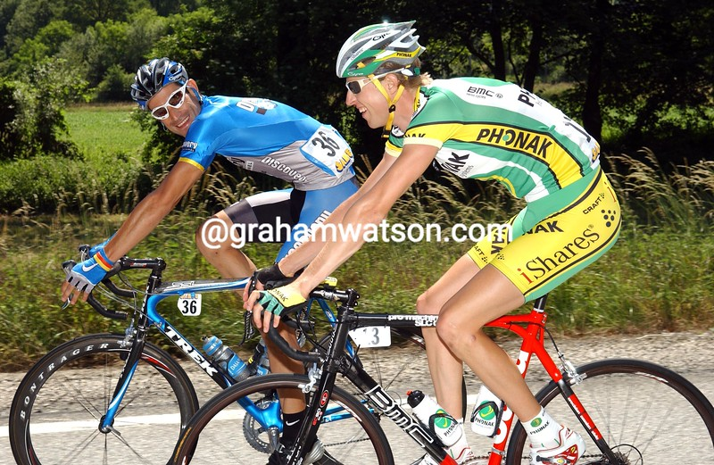 GEORGE HINCAPIE JOKES WITH RYDER HESJEDAL ON STAGE SEVEN OF THE 2006 DAUPHINE-LIBERE