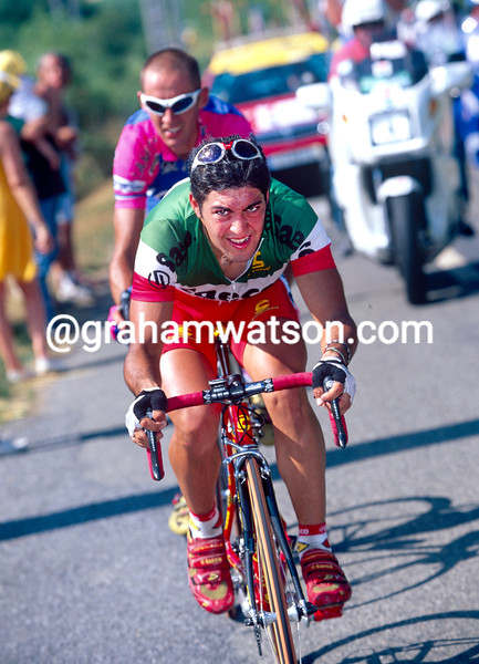Salvatore Commesso escapes in the 19977 Tour de France