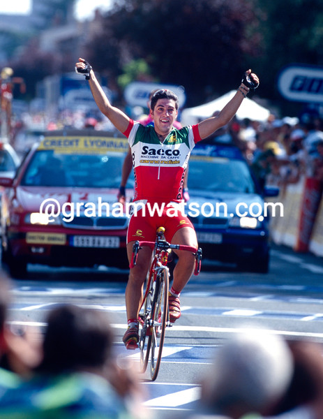Salvatore Commesso wins a stage in the 1999 Tour de France