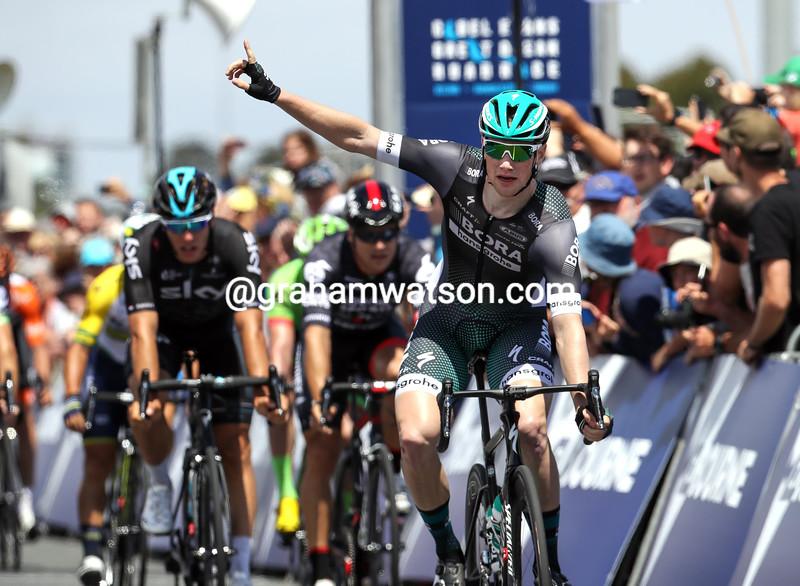 Sam Bennett wins the 2017 Race Melbourne