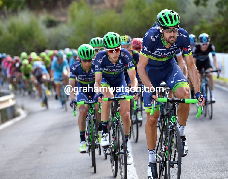 Sam Bewley chasesi on stage 17 of the 2016 Vuelta a España