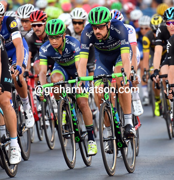 Sam Bewley and Esteban Chaves on stage 21 of the 2016 Vuelta a España