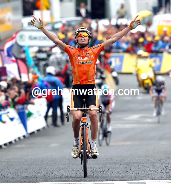SAMMY SANCHEZ WINS STAGE TWELVE OF THE 2011 TOUR DE FRANCE