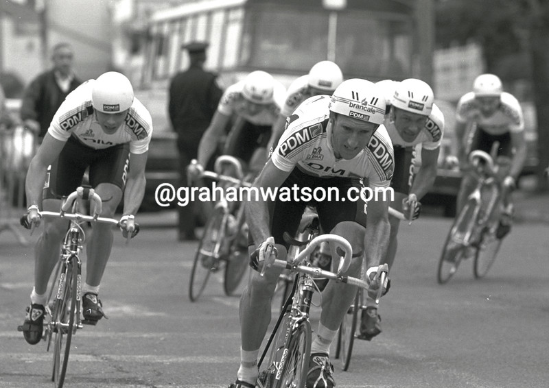 sean kelly leads the pdm team in a stage of paris-nice in 1989