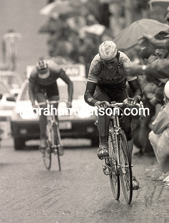 SEAN KELLY ON ST PATRICK'S HILL IN THE 1990 NISSAN CLASSIC