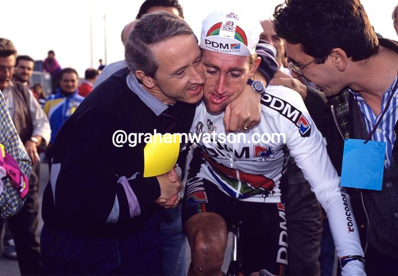Sean Kelly with Jan Gisbers after winning the 1991 Giro di Lombardia