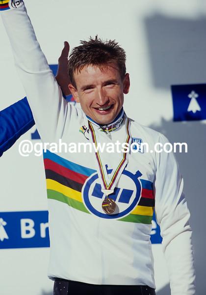 Serhiy Honchar iwns the 2000 World Time Trial Championship