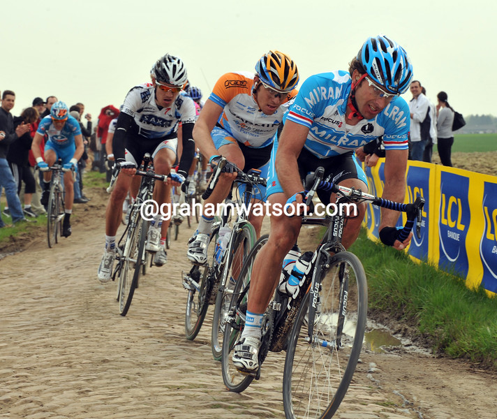 SERVAIS KNAVEN LEADS AN ESCAPE IN THE 2008 PARIS-ROUBAIX