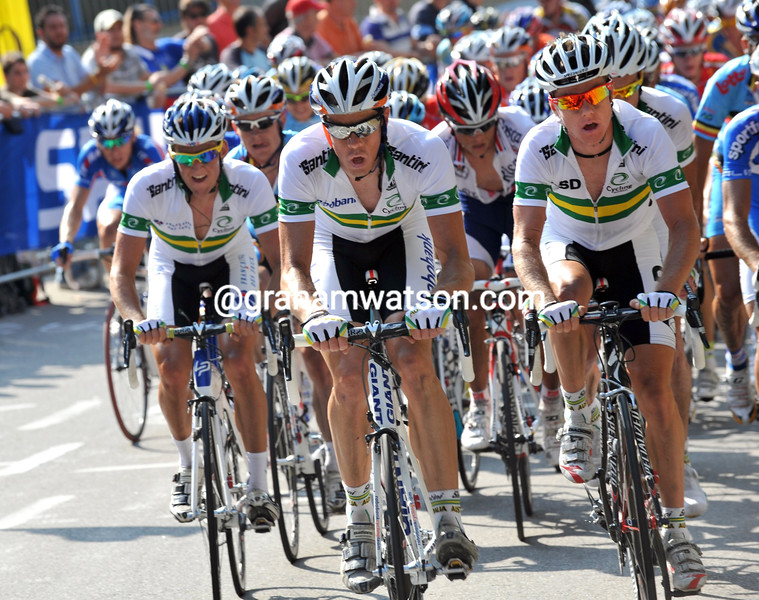 MATTHEW HAYMAN AND SIMON CLARKE LEAD THE CHASE IN THE 2009 WORLD CHAMPIONSHIPS