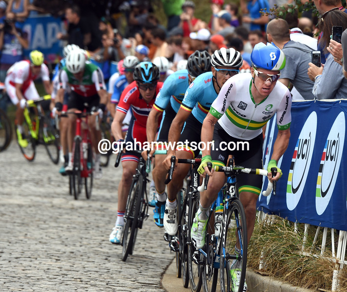 Simon Clarke chases in the 2015 Mens World Road Championships