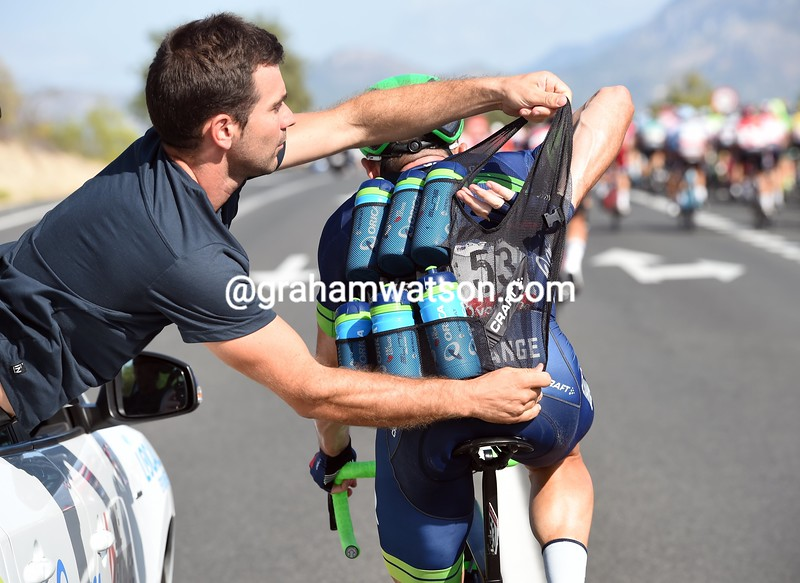 Simon Gerrans loads up with bottles on stage 18 of the 2016 Vuelta a España