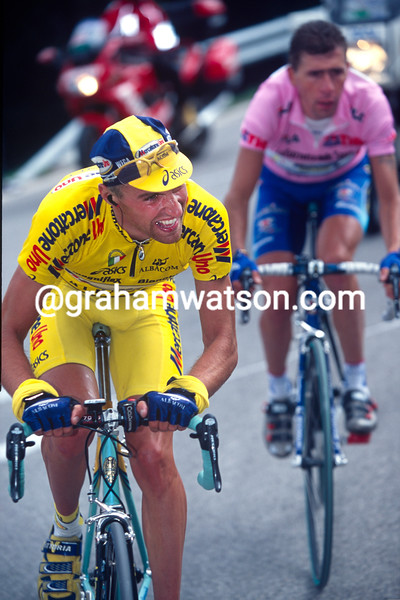 Stefano Garzelli on a stage of the 2000 Giro d'Italia