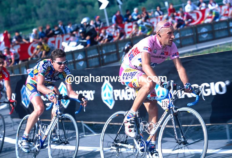 Stefano Garzelli on stage five of the 2002 Giro d'Italia