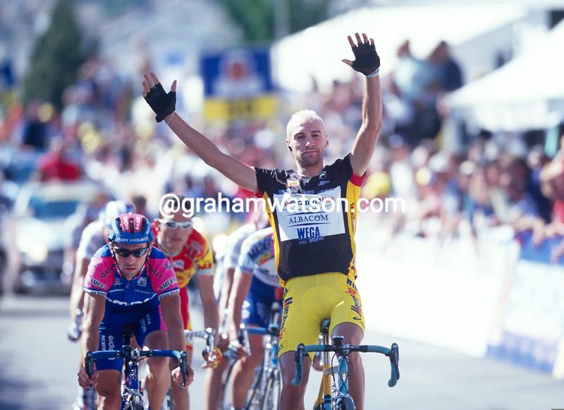 Stefano Garzelli wins a stage of the 2000 Tour of Switzerland