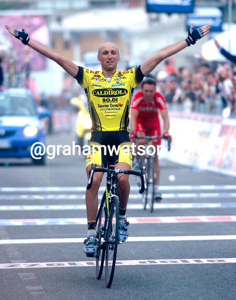 Stefano Garzelli wins a stage of the 2003 Giro d'Italia