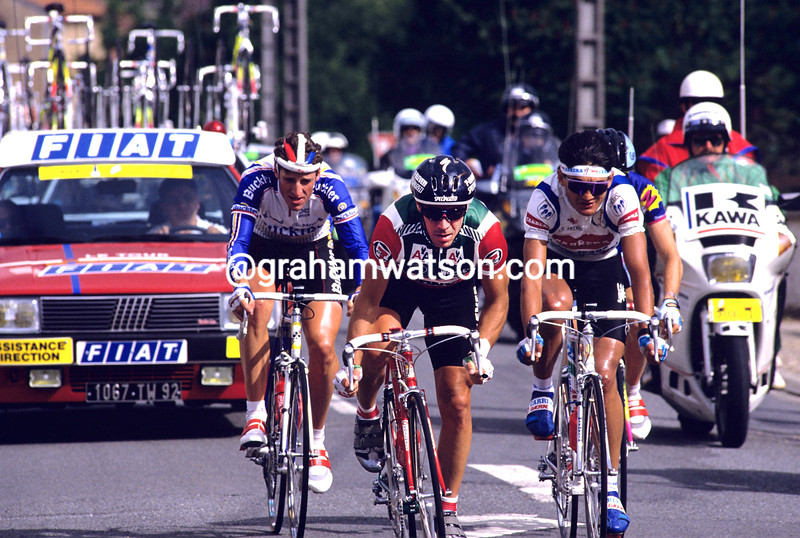 Steve Bauer escapes on stage one of the 1990 Tour de France