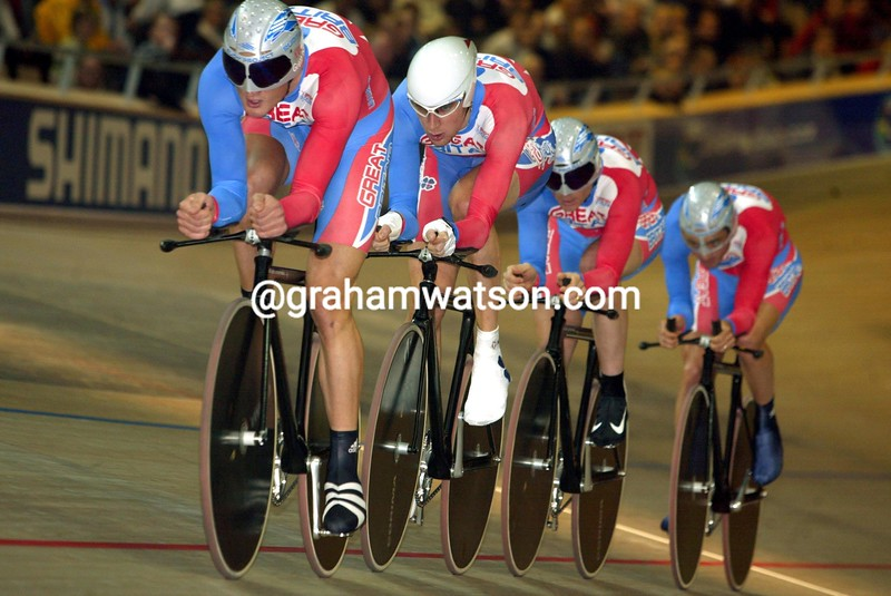 Steve Cummings leads the GB team pursuit at the 2002 World Track Championships