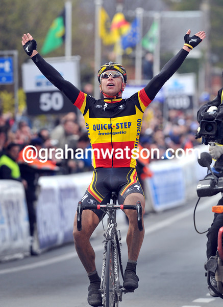 STIJN DEVOLDER WINS THE 2008 TOUR OF FLANDERS