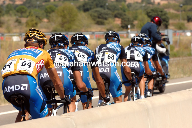 STIJN DEVOLDER RIDES BEHIND HIS DISCOVERY TEAMATES ON STAGE NINE OF THE 2007 TOUR OF SPAIN