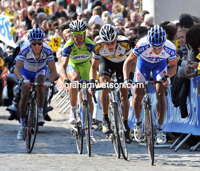 STIJN DEVOLDER LEADS AN ESCAPE IN THE 2009 TOUR OF FLANDERS