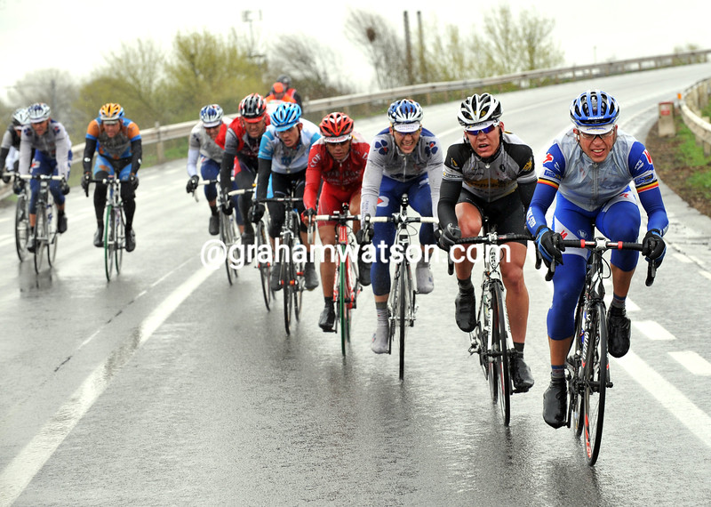 WIND CUTS THE PELOTON IN THE 2009 GHENT-WEVELGEM