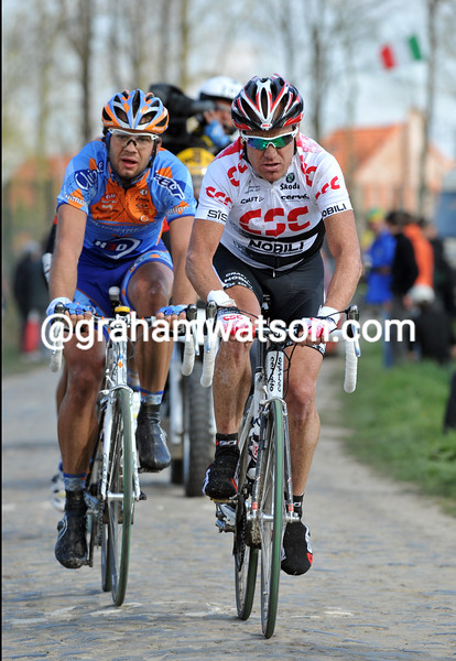 STUART O'GRADY LEADS AN ESCAPE IN THE 2008 PARIS-ROUBAIX