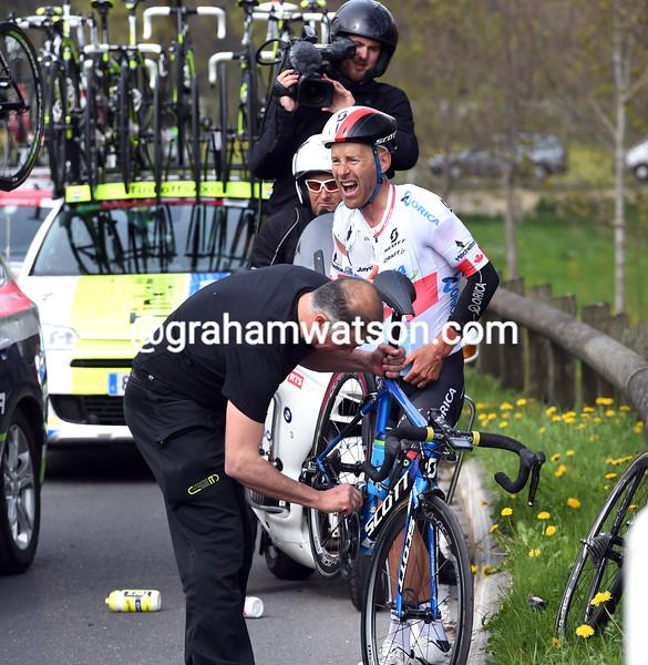 Svein Tuft after a crash in the 2015 Tour de Romandie