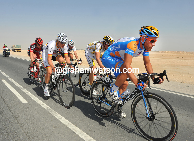 SVEIN TUFT LEADS AN ESCAPE GROUP ON STAGE FIVE OF THE 2010 TOUR OF QATAR