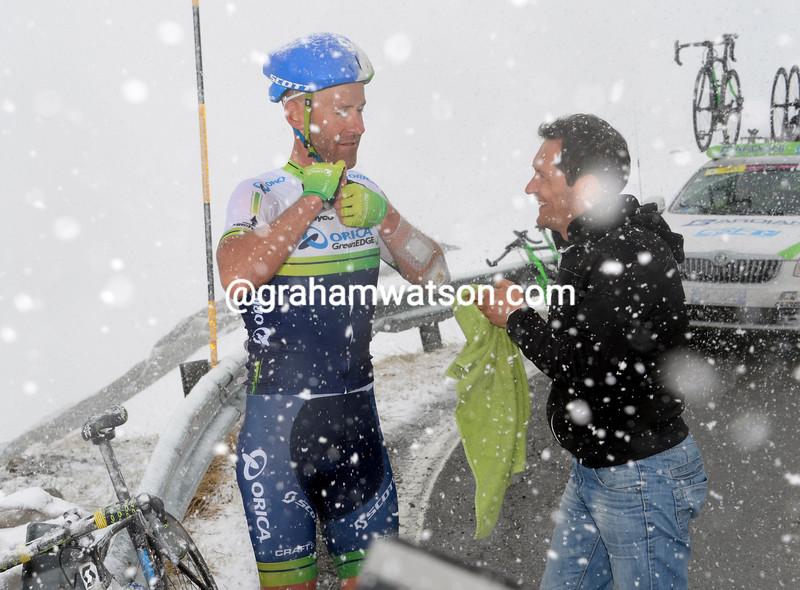Svein Tuft stops on the Gavia to put on warm clothing in the 2014 Giro d'Italia