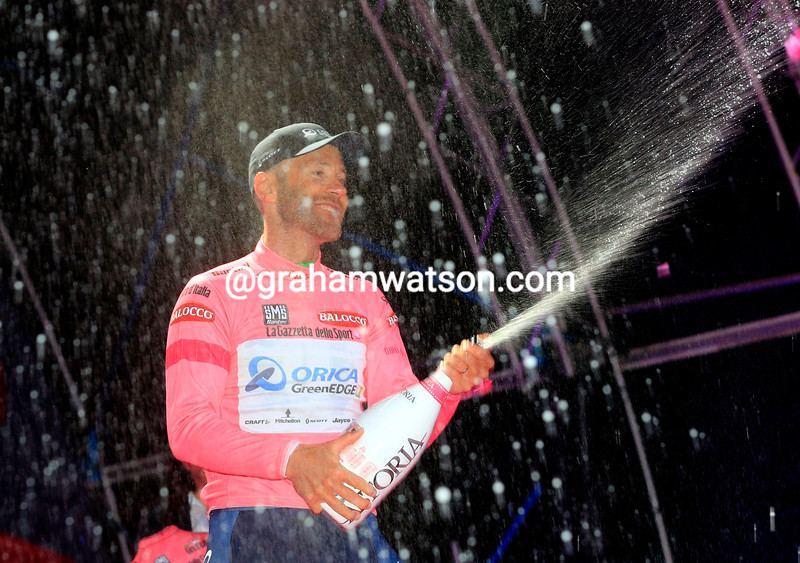 Svein Tuft wins the Maglia Rosa after stage one of the 2014 Giro d'Italia
